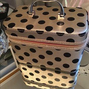 Adorable bucket bag makeup case